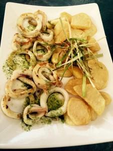 Calamares frescos con patatas panaderas